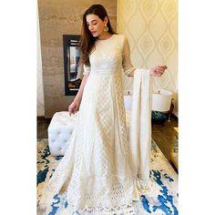 Bookmark These Stylish Outfit Ideas For Eid Simple Outfits, Stylish Outfits, Cool Outfits, Embroidered Kurti, Eid Outfits, Muslim Brides, Dresses Kids Girl, Muslim Fashion, Designer Wear