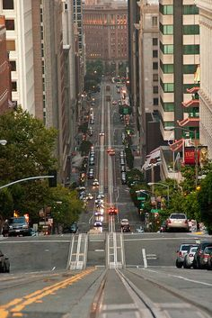 Steep Hill, San Francisco, California - I lived in San Fernando Valley, California for 40 yrs. and never saw San Francisco Places Around The World, Oh The Places You'll Go, Places To Travel, Places To Visit, Around The Worlds, Wonderful Places, Great Places, Beautiful Places, San Francisco Travel