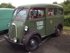 Here's a selection of the Morris J-type vans on show at Wythall in June Then there was a Morris Z-type van: And a split screen Minor! Vintage Vans, Vintage Trucks, Old Trucks, Classic Cars British, Classic Trucks, Old Lorries, Vanz, Old Commercials, Day Van
