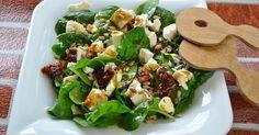 Liście szpinaku myjemy i osuszamy. Odrywamy łodygi od liści. Dodajemy pokrojone w paseczki suszone pomidory, a fetę w kosteczkę. Posypujemy żurawiną i uprażonym na suchej patelni słonecznikiem. Na koniec polewamy ... Feta, Food Design, Salad Recipes, Potato Salad, Side Dishes, Good Food, Food And Drink, Healthy Eating, Lunch