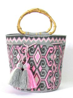 EXCEPTIONAL WAYUU MOCHILA BUCKET TOTE BAG.  HANDMADEMADE WITH SINGLE THREAD,  TIGHT SINGLE STITCH CROCHET,  WASHABLE COLORFAST COTTON WITH CROCHET SIGNATURE MARK OF THE ARTIST ON THE SIDE OF THE BAG  SIZE: MEDIUM  HIGHT : 9 INCHES  DIAMETER : 7.75 INCHES   FREE US SHIPPING :)   THANK YOU :)