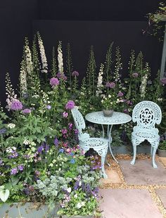The RHS Chelsea Flower Show in Pictures Flower inspiration - professional land . - gardening 2019 - The RHS Chelsea Flower Show in Pictures Flower inspiration – professional country …, - Diy Garden, Garden Cottage, Shade Garden, Dream Garden, Garden Projects, Garden Landscaping, Landscaping Ideas, Small Cottage Garden Ideas, Plant Projects