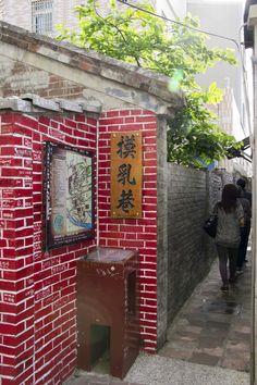Mo-Lu(touch breast) Lane, Chunghua.
