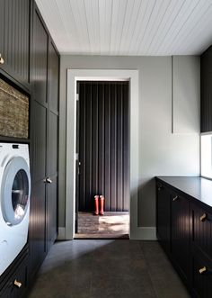 Musk Creek Flinders Residence by Canny Architecture - CAANdesign Laundry Room Layouts, Small Laundry Rooms, Laundry Room Design, Laundry Room Cabinets, Laundry Room Storage, Laundry Area, Laundry Tips, Small Space Interior Design, Small Spaces