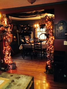 Cheap DIY Dollar Store Halloween Decoration ideas to spook your guests - Hike n Dip This Halloween spooke your guests with a scary and spooky Halloween decoration for your home. Try these Cheap DIY Dollar Store Halloween Decoration ideas. Halloween Tisch, Halloween Entryway, Halloween Kitchen Decor, Halloween Living Room, Halloween Bedroom, Halloween Mantel, Spooky Halloween Decorations, Fete Halloween, Cheap Halloween