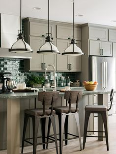 HGTV Dream Home 2017: Kitchen Pictures >> http://www.hgtv.com/design/hgtv-dream-home/2017/kitchen-pictures-from-hgtv-dream-home-2017-pictures?soc=pinterest