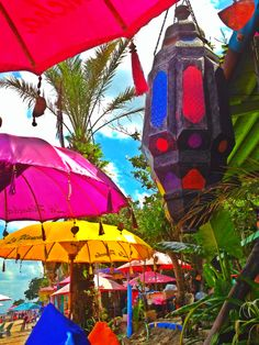 #laplancha #beachbar #beach #parasol #umbrella #bright #bali #sunset #sunsetdrinks #colors #laplanchabali