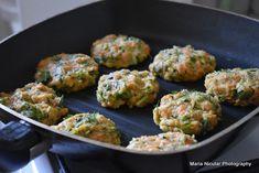 Chiftele delicioase, gata in 15 minute. Zucchini, Ethnic Recipes, Food, Essen, Meals, Yemek, Eten