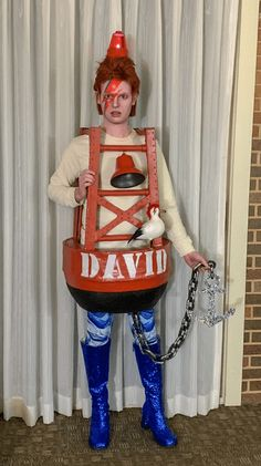 12 Pun-ishingly Clever Halloween Costumes to Put Yours to Shame 12 knifflige Halloween-Kostüme. Funny Kid Halloween Costumes, Pun Costumes, Clever Halloween Costumes, Creative Halloween Costumes, Pun Halloween Costume Ideas, Halloween Makeup, Halloween Zombie, Halloween Inspo, Zombie Makeup