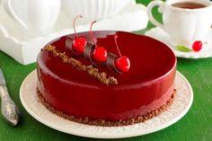 Ozdoba deserów glazurą - to idealny sposób bez kłopotu pięknie ozdobić domowy tort.