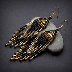 Длинные вечерние серьги из бисера - чёрные с золотым
