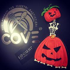 Halloween Mrs Pumpkin Biscuit Sugar Art, Biscuit, Red Carpet, Pumpkin, Halloween, Cake, Design, Pumpkins, Kuchen