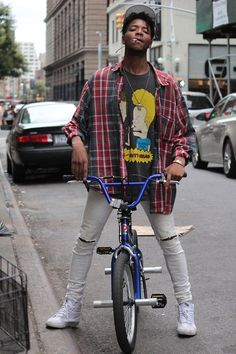 Gotta admit, I love everything about this oufit (bonus props for the BMX!) but it's the Beavis and Butthead shirt that's my favourite part!