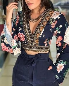 Sexy V-Neck Open Back Bell Sleeve Floral Printed Casual Blouse Women Long Sleeve Short Blouse Tops Streetwear Look Fashion, Indian Fashion, Fashion Outfits, Fashion Trends, Fashion Women, Fall Fashion, Fashion 2017, Fashion Clothes, Street Fashion