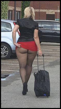 Dina Sexy segretaria senza intimo si fa scopare dal suo datore di lavoro ricevo per appuntamento su facebook