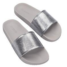 No site da Zaxy você encontra muito estilo e, claro, as lindas sandálias e sapatilhas que você quer logo no seu pé. Cute Slides, Gladiator Boots, Pretty Shoes, Dream Shoes, Sneaker Boots, Hot Shoes, Timberland Boots, Knee High Boots, Comfortable Shoes