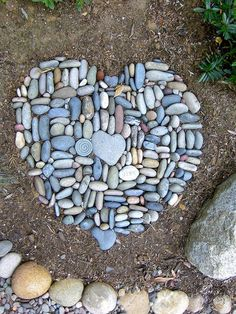 Best Garden Decorations Tips and Tricks You Need to Know - Modern Mosaic Stepping Stones, Pebble Mosaic, Pebble Art, Mosaic Art, Landscaping With Rocks, Backyard Landscaping, Landscaping Ideas, Garden Stones, Garden Paths