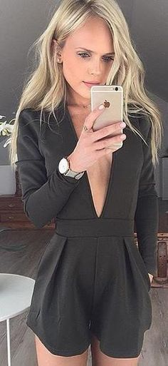 When you are going to take a meeting,your wardrobe should have a suits like this suit,v-neck let your sexy clavicle showed to others,falbala add some loveliness to you.You can wear it to a meeting or a party.Get one you like.