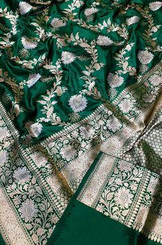 Silk Saree Banarasi, Indian Silk Sarees, Pure Silk Sarees, Red Saree Wedding, Bridal Sarees, Long Gown Design, Stylish Blouse Design, Party Wear Dresses, Prom Dresses