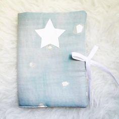Protège carnet de santé bleu pâle et blanc Blue and White Health Booklet protection cover ; Nani Iro ; Birth gift ; Cadeau naissance