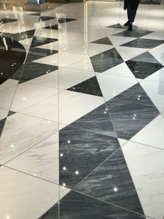 triangle tiles | floor pattern | black & white | Tokyo Ginza Tokyu Plaza