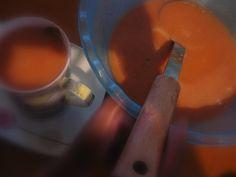 ...słowo się rzekło (w poprzednim poście:) Szlagier hiszpańskiej kuchni. Mówi się, że to zupa, ale my pijemy gazpacho w kubkach jako pyszny, pożywny napój:) I zagryzamy chlebem. Od kiedy mamy mikser, robimy gazpacho codziennie na kolację.