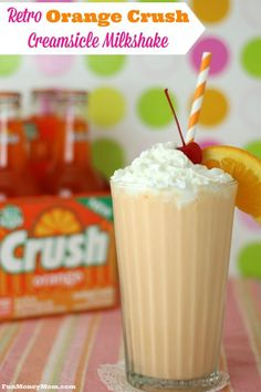 Orange Creamsicle Milkshake If you get nostalgic for the treats you had as a kid, you'll fall in love with this deliciously retro Orange Crush Creamsicle Milkshake! Frozen Drinks, Frozen Desserts, Frozen Treats, Easy Desserts, Delicious Desserts, Health Desserts, Orange Creamsicle, Creamsicle Drink, Milkshake Recipes