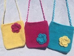 Crochet Purses Patterns The perfect FREE crochet pattern for these cute little purses! - Craft fair crocheters are always looking for new products to sell at their events, as am I. I have done a good amount of fairs and have learned the… Purse Patterns Free, Crochet Purse Patterns, Bag Pattern Free, Crochet Clutch, Crochet Handbags, Crochet Purses, Crochet Dolls, Crochet Bags, Crochet Flowers