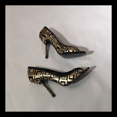 Gianni Versace Gold and Black Peep Toe Pumps This pair of Gianni Versace pumps are an excellent way to take your LBD to the next level. They have never been worn out side, and only briefly worn inside. Leather upper, leather sole. Please note on photo #4, there are two small scuffs on the sole. Gianni Versace Shoes Heels