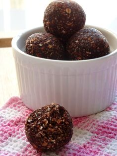 These chocolate chia seed energy balls are vegan, gluten free and super healthy. Make them with your kids as they are easy and fun to make and do not need baking. Healthy Baking, Healthy Desserts, Sugar Free Deserts, Bike Food, Vegan Recipes, Cooking Recipes, Energy Balls, Clean Eating Recipes, Kids Meals