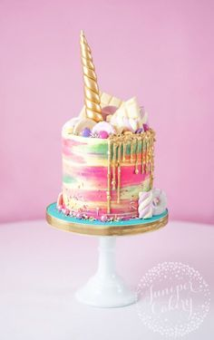 Rainbow buttercream unicorn cake by Juniper Cakery Unicorns are everywhere right now and they sure are perfect for parties. Team rainbows, unicorns and cake together and you get this amazing unicorn cake! Cute Cakes, Pretty Cakes, Beautiful Cakes, Amazing Cakes, Bolo Tumblr, Food Cakes, Cupcake Cakes, Nake Cake, Bolo Cake