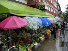 La Fruiterie Mile End sous la pluie Produce Stand, Under My Umbrella, Farmers Market, Photos, United States, Patio, Marketing, World, Gingham