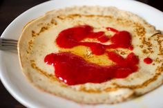 Crepe with mashed strawberries