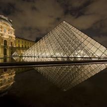 Louve Pyramid at night