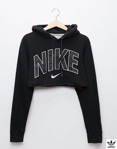 There are 2 tips to buy this jumpsuit: sweater nike crop nike black black sweater cropped sweater cropped hoodie nike sweater nike crop top black hoodie. Nike Cropped Hoodie, Nike Hoodie, Black Hoodie, Cropped Sweater, Nike Sweatshirts Hoodie, Teen Fashion Outfits, Nike Outfits, Casual Outfits, Fitness Outfits