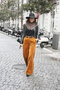 Monica de Tomas, Velvet Palazzo Trousers by Etrala London, street style, wide leg trousers, palazzo pants, shop online, made in London, blogger, look, style, Madrid