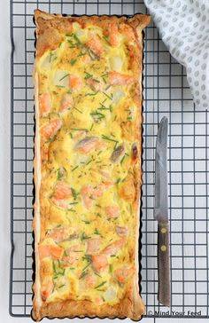 Quiche met witte asperges en zalm + opening Dé Aspergewinkel Easy Healthy Recipes, Vegetarian Recipes, Cooking Recipes, Frittata, Omelet, Fish And Meat, Oven Dishes, How To Cook Fish, Savoury Baking