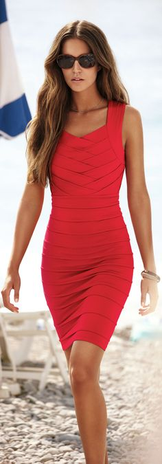 Red bandage dress, love the way the fabric looks so smooooth Fashion Colours, Red Fashion, Look Fashion, Womens Fashion, Fashion Trends, Fashion Clothes, Street Fashion, Fashion Ideas, Fashion Accessories