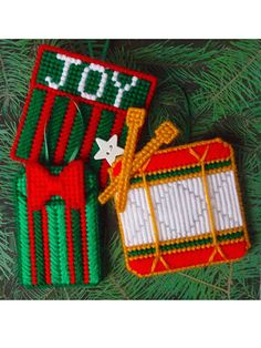 """★☆★ Merry and Bright! ★☆★ Check out my NEW pattern for """"Memory Pockets"""" at e-PatternsCentral! (A back pocket on each ornament is a great place to tuck in holiday memories!)"""