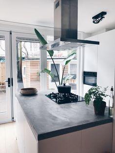 Binnenkijken bij amsterdamshuisje - Kookeiland Guest Toilet, My Dream Home, Dream Homes, Kitchen, Furniture, Home Decor, Home, My Dream House, Cooking