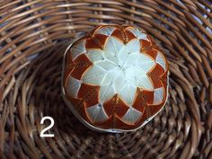 Dekorácie - vianočné patchworkové gule smotanovo-oranžové so zlatým lemom - 7149071_