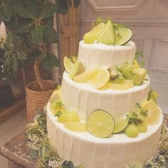 Fruit Wedding Cake, Wedding Cakes, Beautiful Cakes, Amazing Cakes, Vow Renewal Cake, Lime Wedding, Peter Pan Wedding, Cake Decorating For Beginners, Green Cake