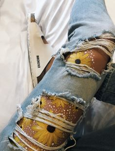 VSCO Ameliaapappas Indispensable address of art Body Painting address Ameliaapappas art body painting art Indispensable VSCO Art Hoe Aesthetic, Aesthetic Painting, Summer Aesthetic, Flower Aesthetic, Aesthetic Body, Leg Painting, Leg Art, Tattoo Trend, Mellow Yellow