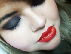 Smoky eyes/ red lips #maquillaje #makeup #smokyeyes #eyesshadows #black #redlips #iloveit