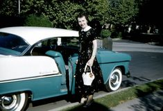 Everyday Life in the Past: Photo 1955 Chevy Bel Air, 1955 Chevrolet, Vintage Iron, Vintage Motorcycles, Car Humor, Vintage Colors, Car Pictures, Vintage Photos, Cool Cars