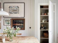 Det är ändå någonting visst med pärlspont, ovanligt val dock i en lägenhet (visserligen av äldre modell - men ändå) | Bolaget fastighetsförmedling  via trendspanarna
