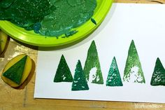 Easy Christmas card crafts for kids: potato printing Christmas trees and cute homemade gift wrap. Christmas Placemats, Christmas Card Crafts, Preschool Christmas, Toddler Christmas, Christmas Cards To Make, Christmas Activities, Christmas Printables, Homemade Christmas, Christmas Fun
