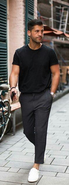 A Perfect Capsule Wardrobe Outfit For Men #mensfashion #fashion #style #fallfashion #streetstyle #outfitgrid