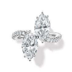 """La bague """"Toi & Moi"""" d'Harry Winston http://www.vogue.fr/mariage/bijoux/diaporama/la-bague-toi-moi-d-harry-winston-ultimate-bridal-collection-diamants-taille-marquise/15650"""