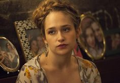 Jessa Johansson is one of the lead characters in HBO's Girls. She is portrayed by actress Jemima Kirke. Jessa is without a doubt the most open-minded and adventurous one out of the four. Grunge Look, 90s Grunge, Grunge Style, Grunge Outfits, Soft Grunge, Jessa Girls, Girls Hbo, S Girls, Aria Montgomery